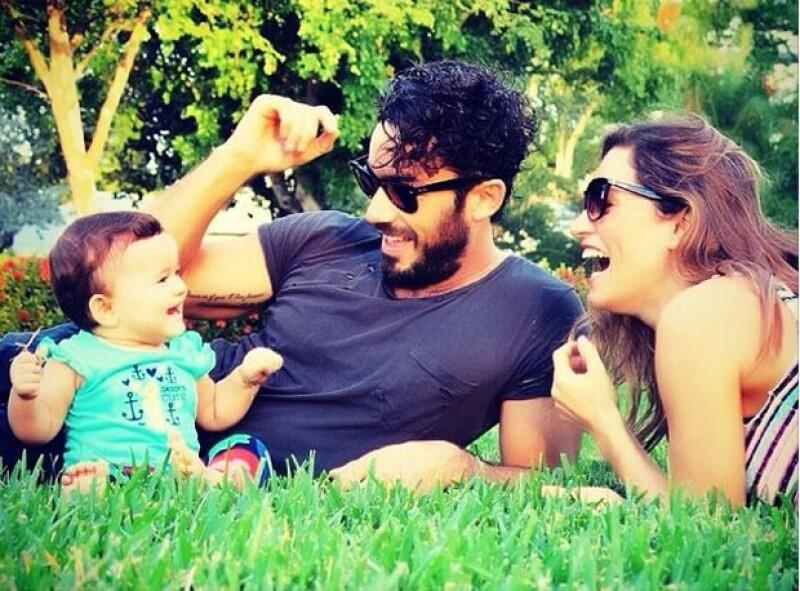 La pareja reveló a una publicación argentina que su sueño se hizo realidad, pues siempre desearon criar a dos niños al mismo tiempo.
