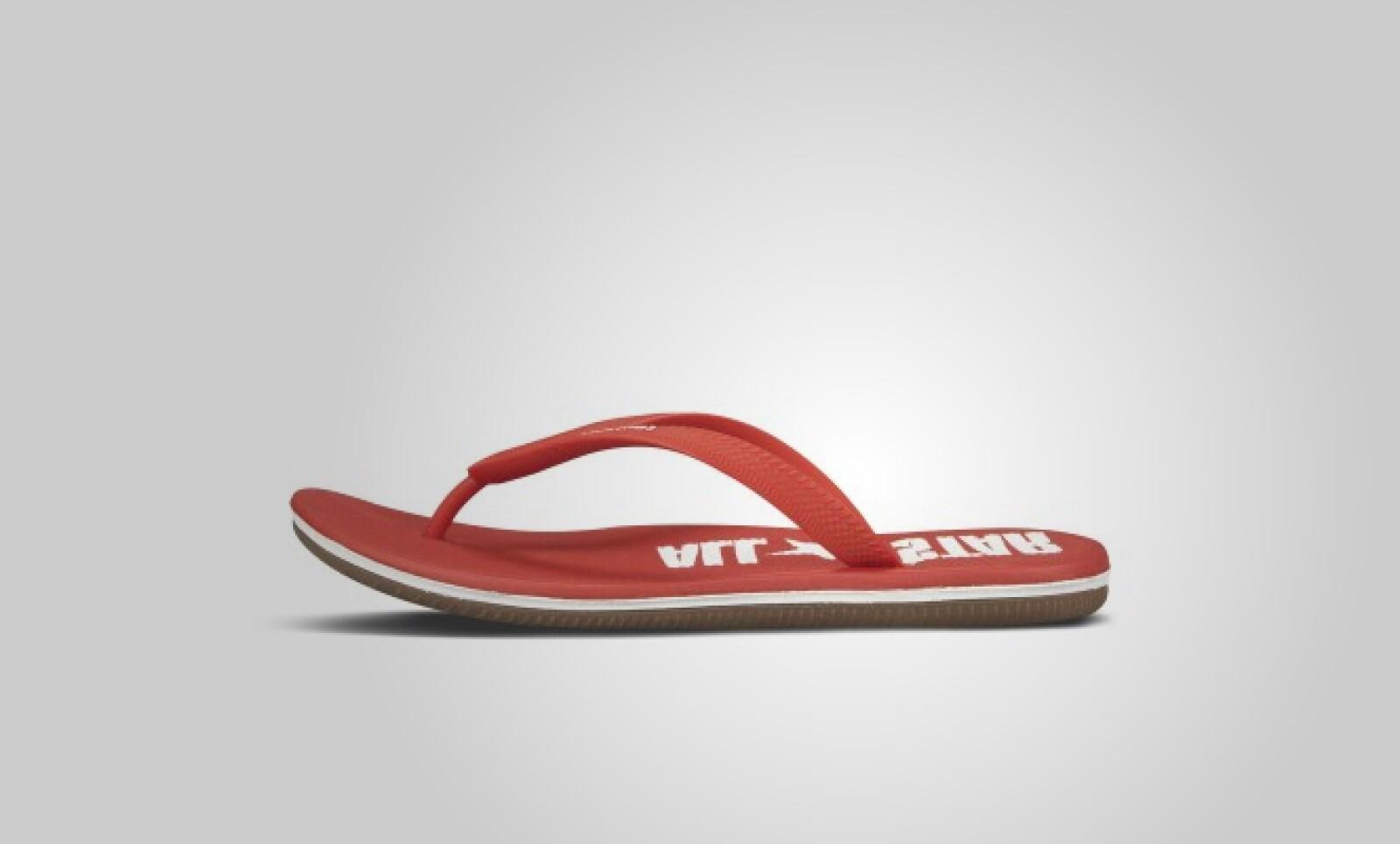 Ideales para la playa, estas sandalias también están disponibles en color negro, verde y azul.