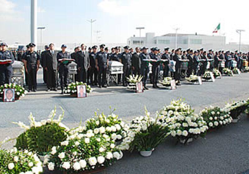 La Policía Federal llevó a cabo un homenaje a los 12 ejecutados por el cártel de La Familia. (Foto: Notimex)