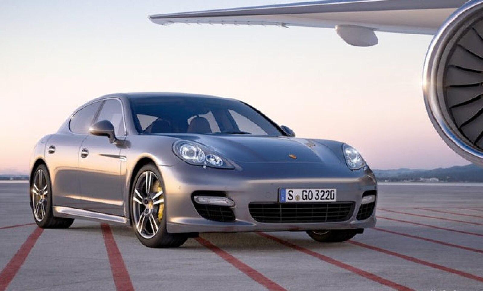 El vehículo estará disponible en junio en el mercado estadounidense y tendrá un precio superior a los 190,000 dólares.
