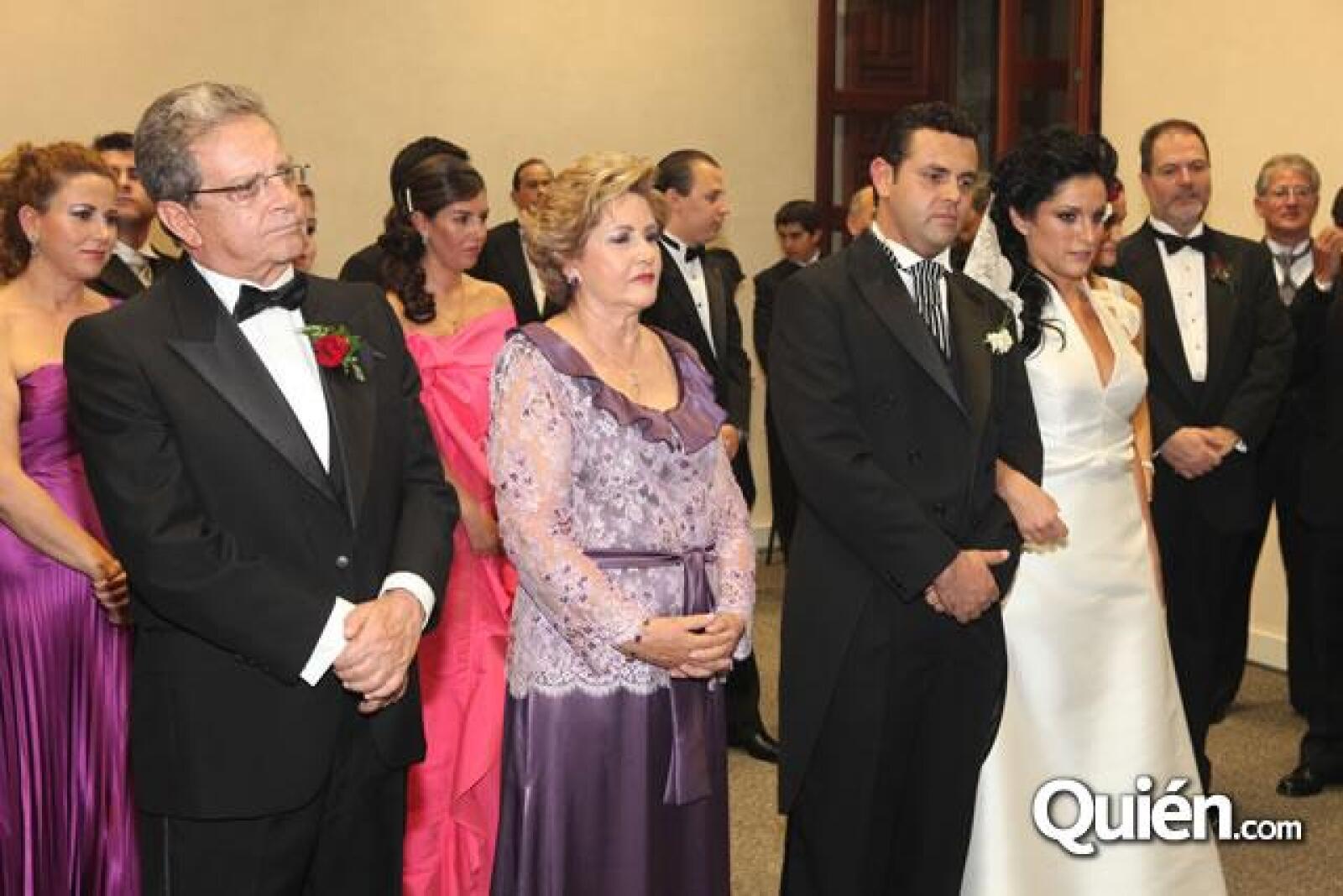 Guillermo Ochoa,Ana Maria Millan,Guillermo Ochoa y Dannielle Dithurbide
