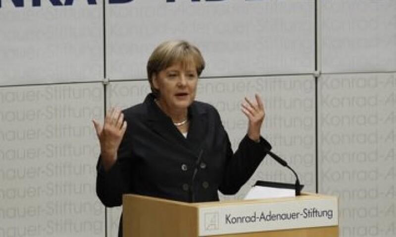 Merkel dijo que la UE debe estar lista en todo momento para adoptar medidas adicionales frente a la crisis de deuda. (Foto: Reuters)