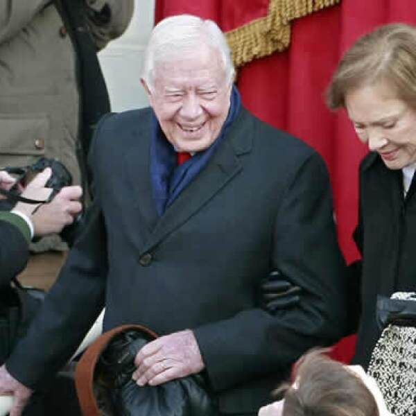 El ex presidente Jimmy Carter y su esposa Rosalynn, al momento de llegar a la asunción de Obama.