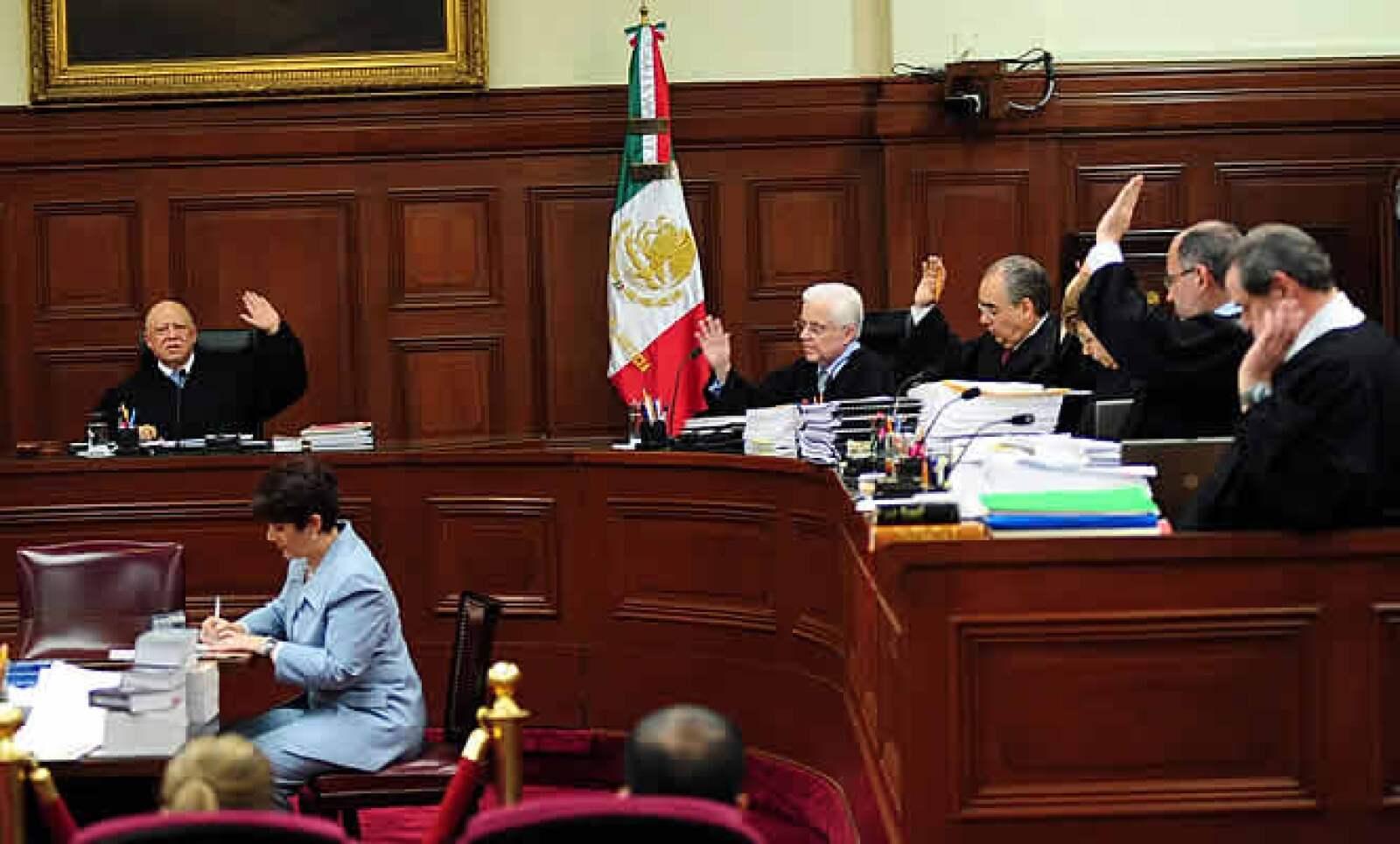 La Suprema Corte de Justicia señaló al gobernador de Oaxaca, Ulises Ruiz, como involucrado en la violación grave a derechos humanos durante el conflicto magisterial entre mayo de 2006 y enero de 2007, pero deslindó al entonces presidente Vicente Fox.