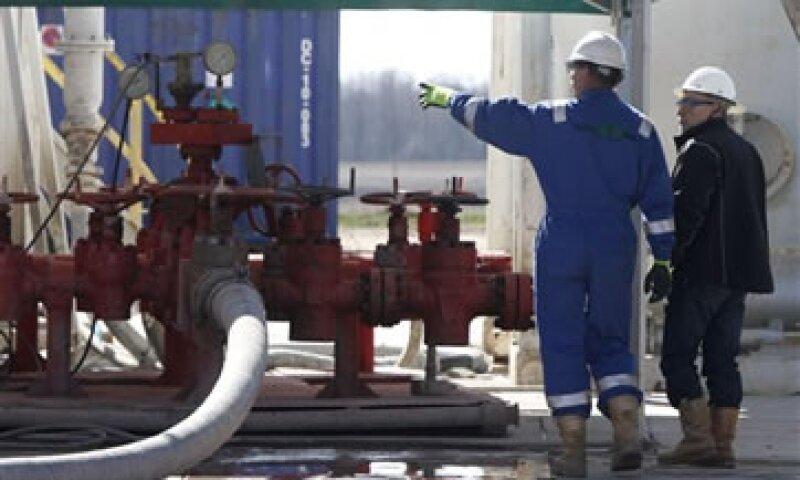 El petróleo no convencional es responsable por cerca de 2 millones de barriles por día de la producción estadounidense en el 2012.  (Foto: AP)
