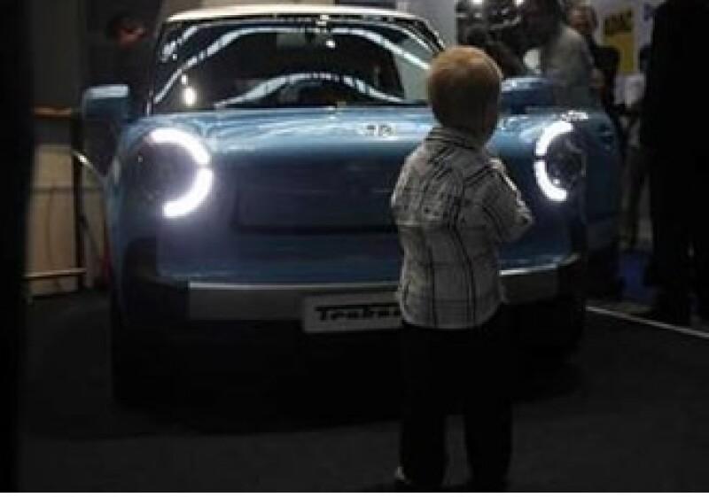 Aunque las automotrices presenten sus modelos de autos verdes, estarán disponibles hasta 2011. (Foto: Reuters)