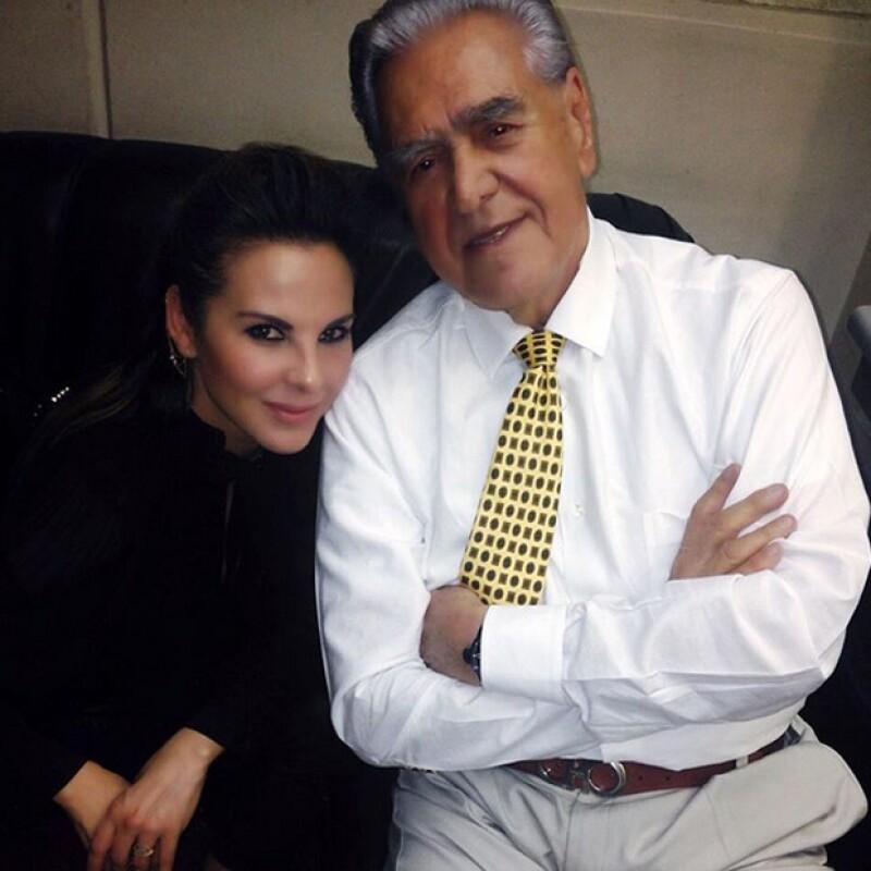 La actriz acudió al estreno de la obra para apoyar a su papá Erick del Castillo.