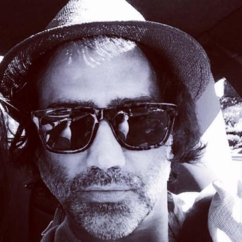 Hoy compartió también en Instagram que se quitó la barba. No cabe duda que a sus 43 sigue siendo un galán.