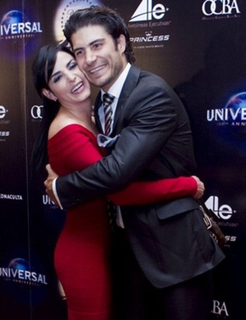 El actor asegura que desde que su esposa, la también actriz Ximena Herrera, trajo equilibrio a su vida.