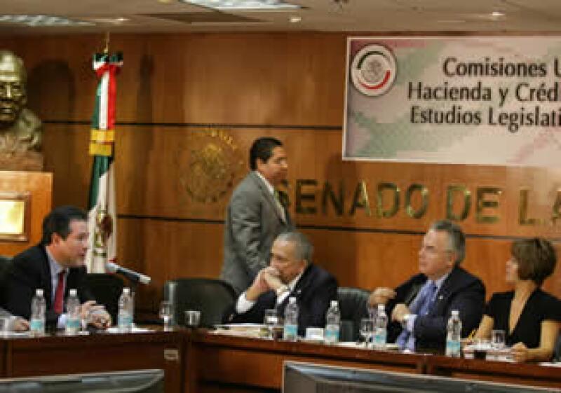 Las Comisiones de Hacienda y de Estudios Legislativos del Senado dijeron que el aumento al IVA e ISR se discutirá en el pleno. (Foto: Especial)
