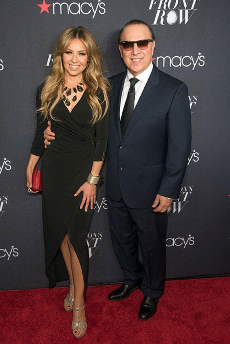 Al evento también asistió su marido, el productro musical, Tommy Motola.