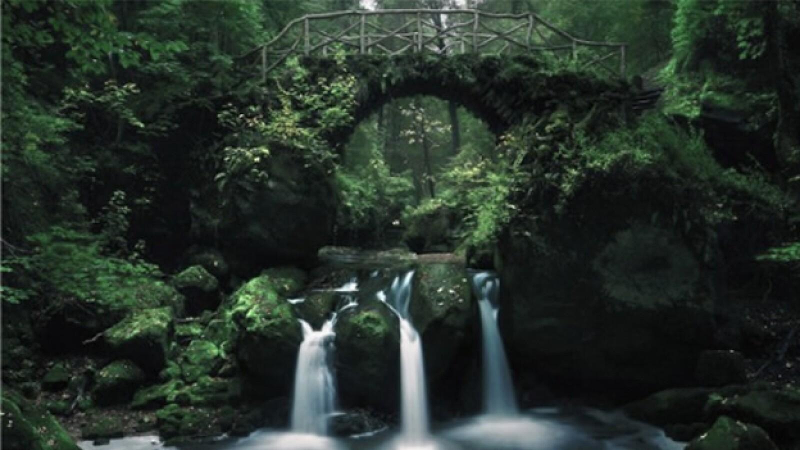 La cascada en la 'Pequeñas Suiza', Luxemburgo