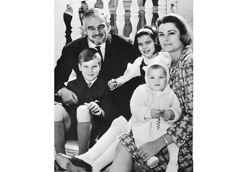 La familia completa posa en Palacio.