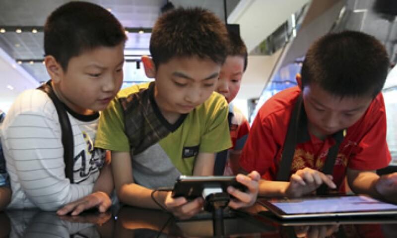 El sistema operativo Android, de Google, creció su brecha con 64% de cuota de mercado, y el iOS de Apple se quedó con 19%. (Foto: AP)