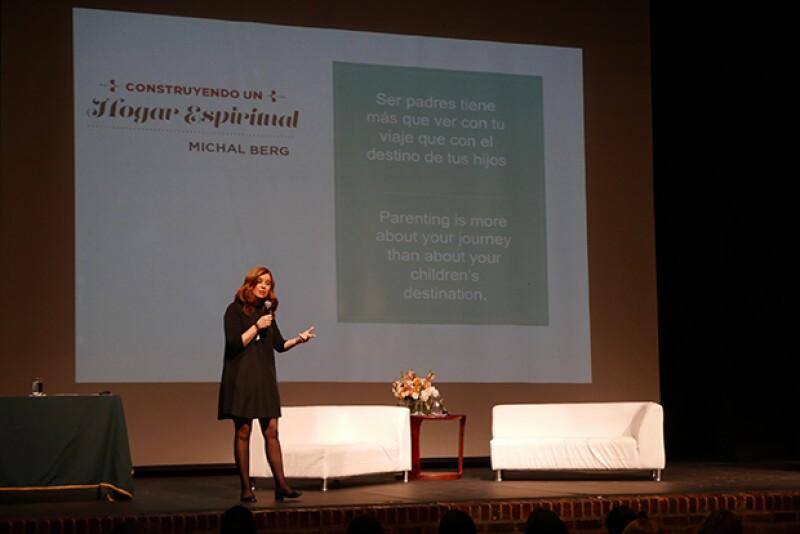 Michal promueve su programa por todo el mundo a través de conferencias y platicas.