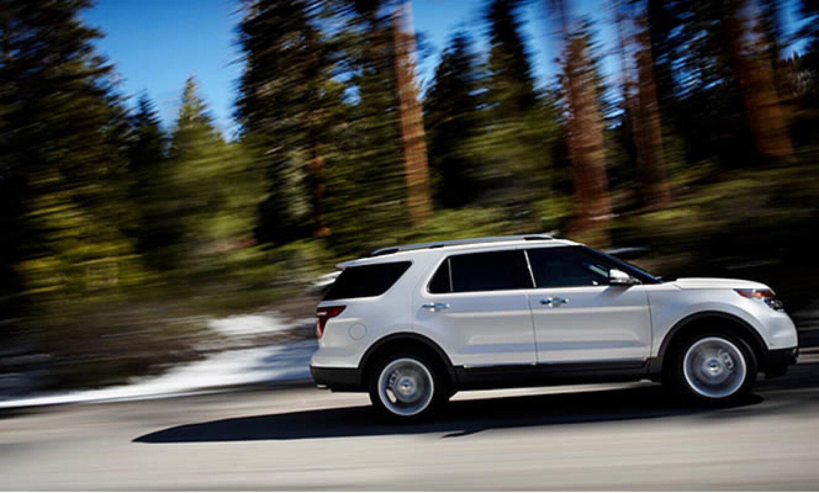 El motor EcoBoost I-4 de 2.0 litros proporciona la potencia de un V6 normal, sin comprometer la economía de combustible de cuatro cilindros.