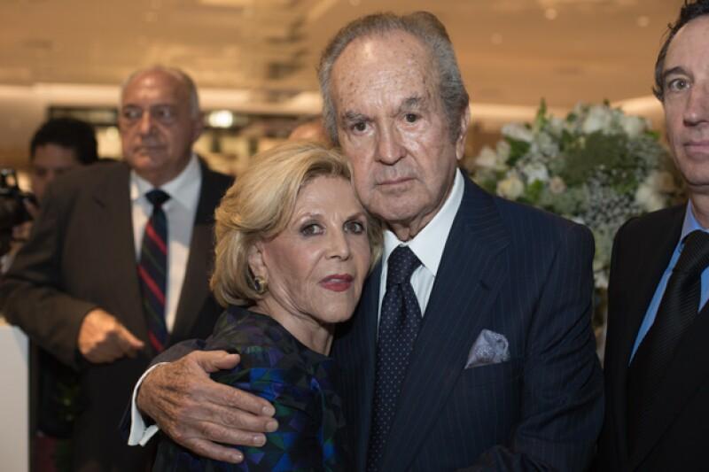 Alberto Baillères González y su esposa Teresa Gual en la inauguración de Palacio de Hierro en Querétaro.