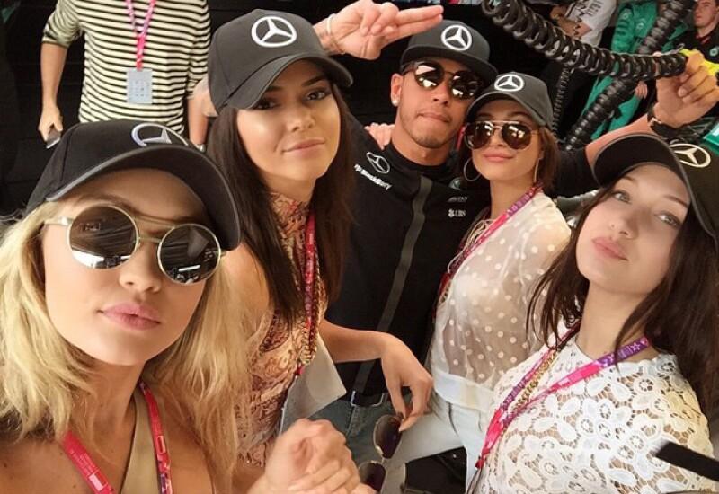 Durante su estancia en Mónaco, la famosa modelo ha sido relacionada con el piloto inglés y ya hay hasta quienes aseguran que Kris Jenner lo quiere para su hija.