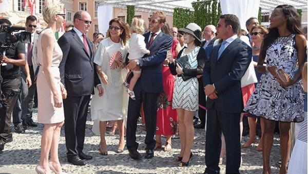 Sólo el príncipe Alberto podía festejar de una manera tan espectacular su década como soberano. Y es que el esposo de Charlene sorprendió con un concierto gratuito de Robbie Williams en el palacio.