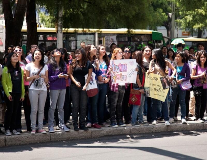 Decenas de fans esperaron a la actriz.