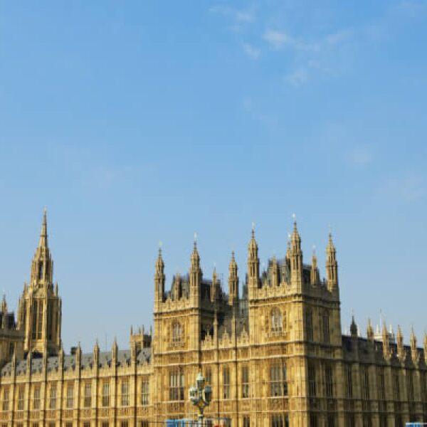 Mejor conocido como el Parlamento, es en esta ubicación donde residen los representantes elegidos por el pueblo y está compuesto por dos cámaras: la cámara de los comunes y la cámara de los lores.