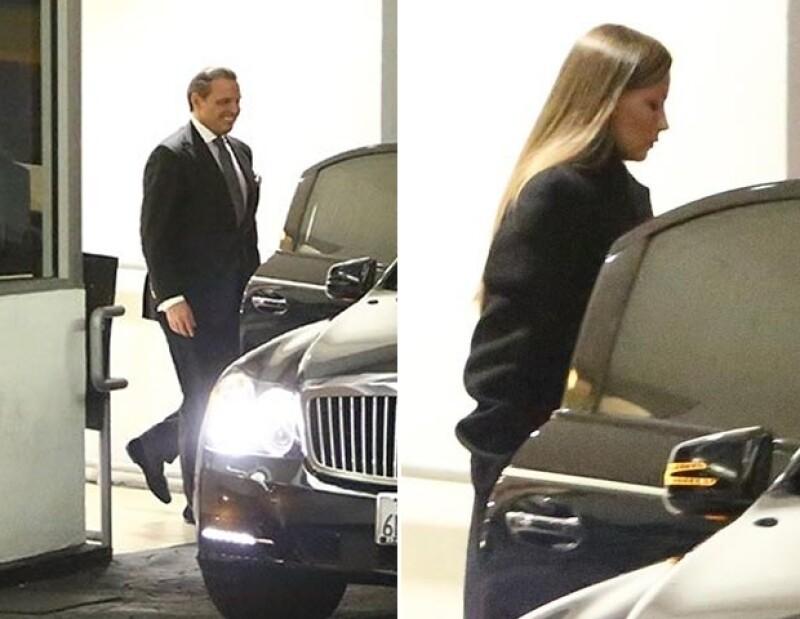 El cantante fue captado saliendo por una puerta oculta del lugar, donde ya lo esperaba su auto.