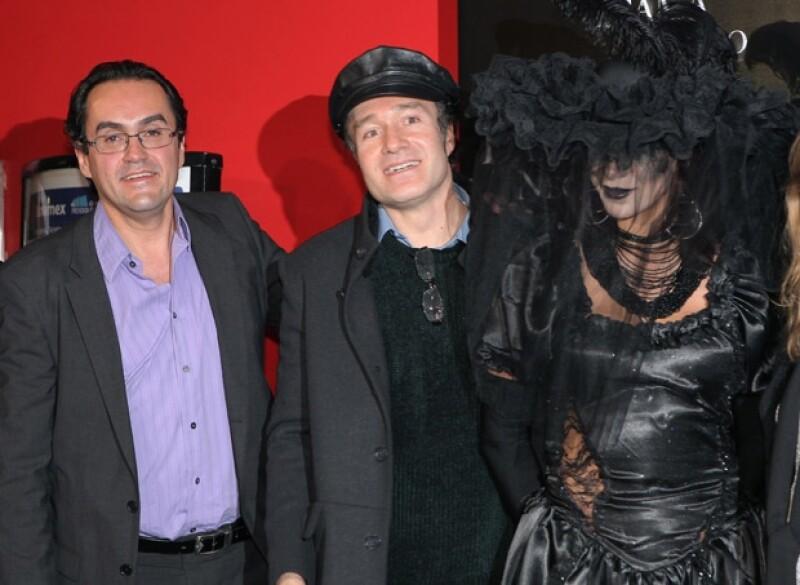 El filme basado en la novela de Susan Hill tuvo ayer su función de estreno, en donde se dieron cita grandes actores mexicanos que la han protagonizado en teatro.
