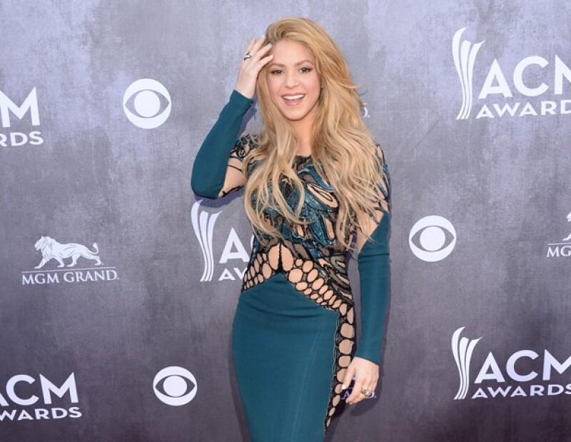 """Según la entrenadora de Shakira, la colombiana queda """"exhausta"""" cada que termina de ejercitarse."""