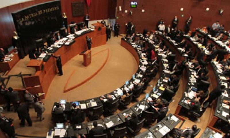 La iniciativa de ley castigará a quien otorgue fianzas a título oneroso. (Foto: Notimex)