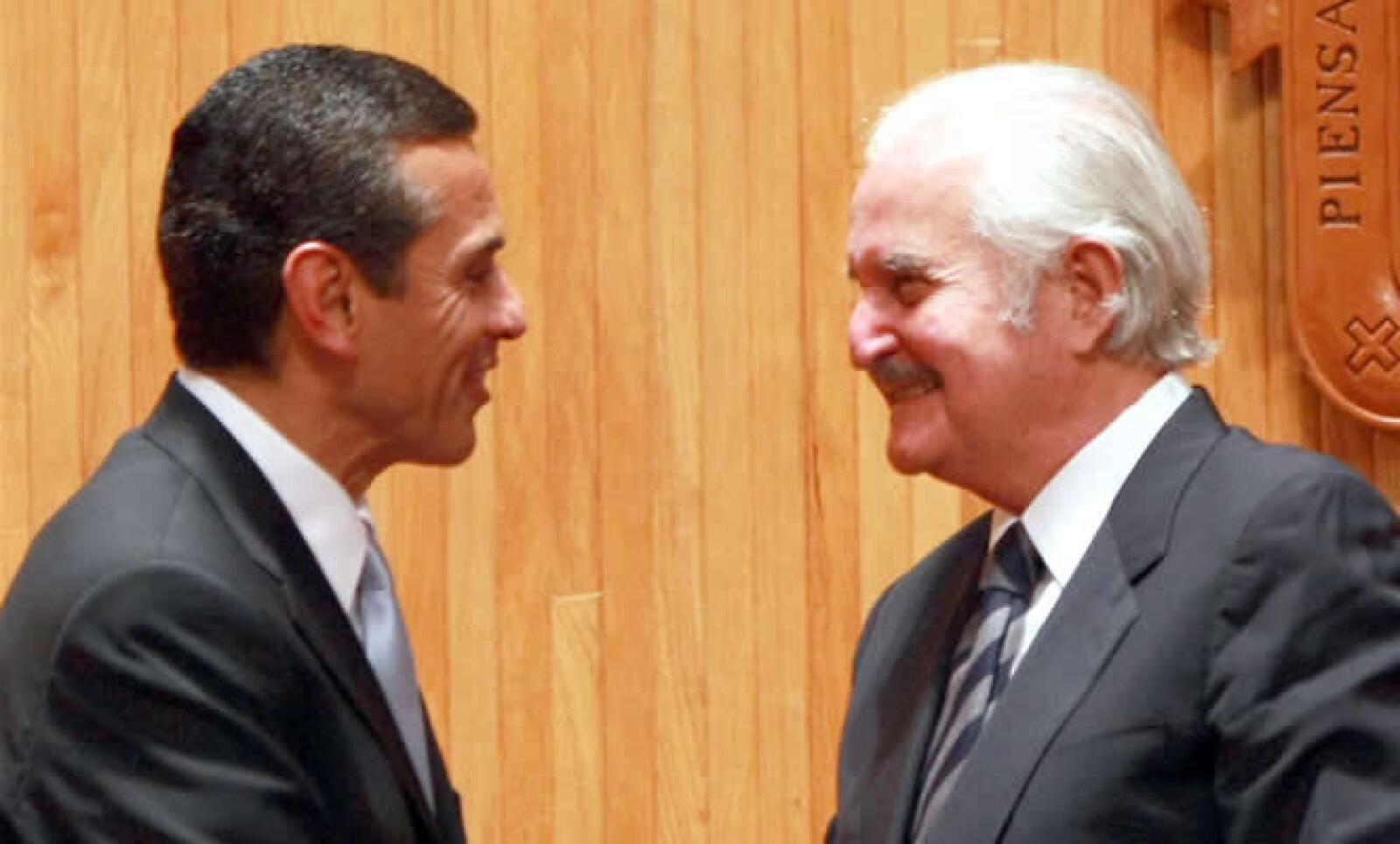 La feria del libro más importante de América Latina inauguró su edición 23° en la ciudad de Guadalajara.  Carlos Fuentes con Antonio Villaraigosa, alcalde de Los Ángeles, ciudad invitada de esta FIL.