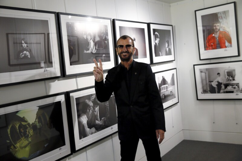 El ex baterista inauguró una exposición de imágenes nunca antes vistas de los integrantes del grupo inglés, además de una recopilación en un libro.