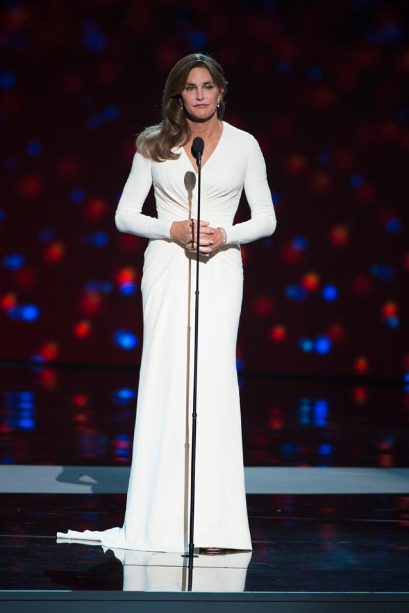 La ex pareja de Kris Jenner lució un vestido de Atelier Versace.