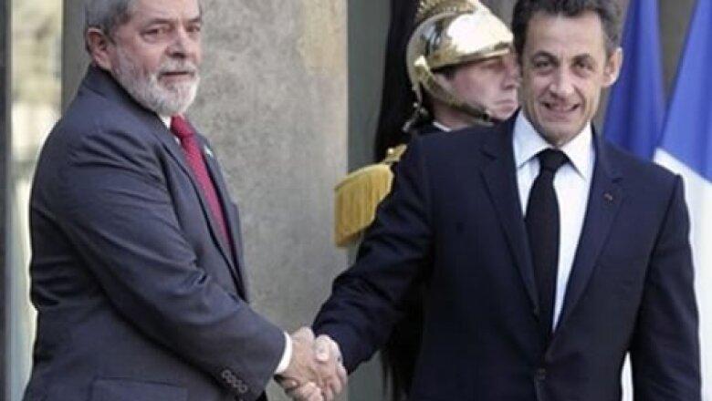 Lula Da Silva y Sarkozy estrecharán más que las manos para hacer crecer la economía de ambos países.