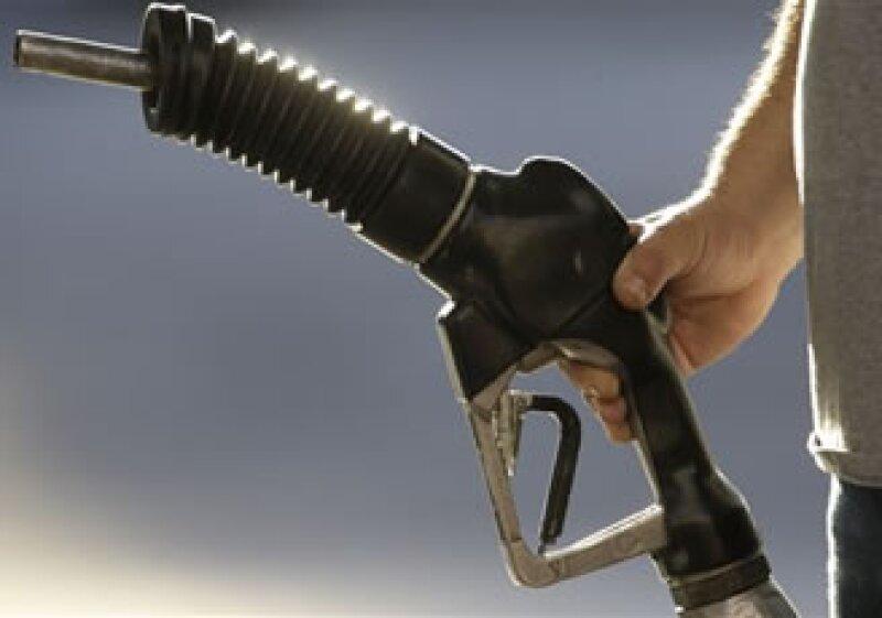 Se esperaba una caída de 1 millón de barriles en los inventarios de gasolina. (Foto: AP)