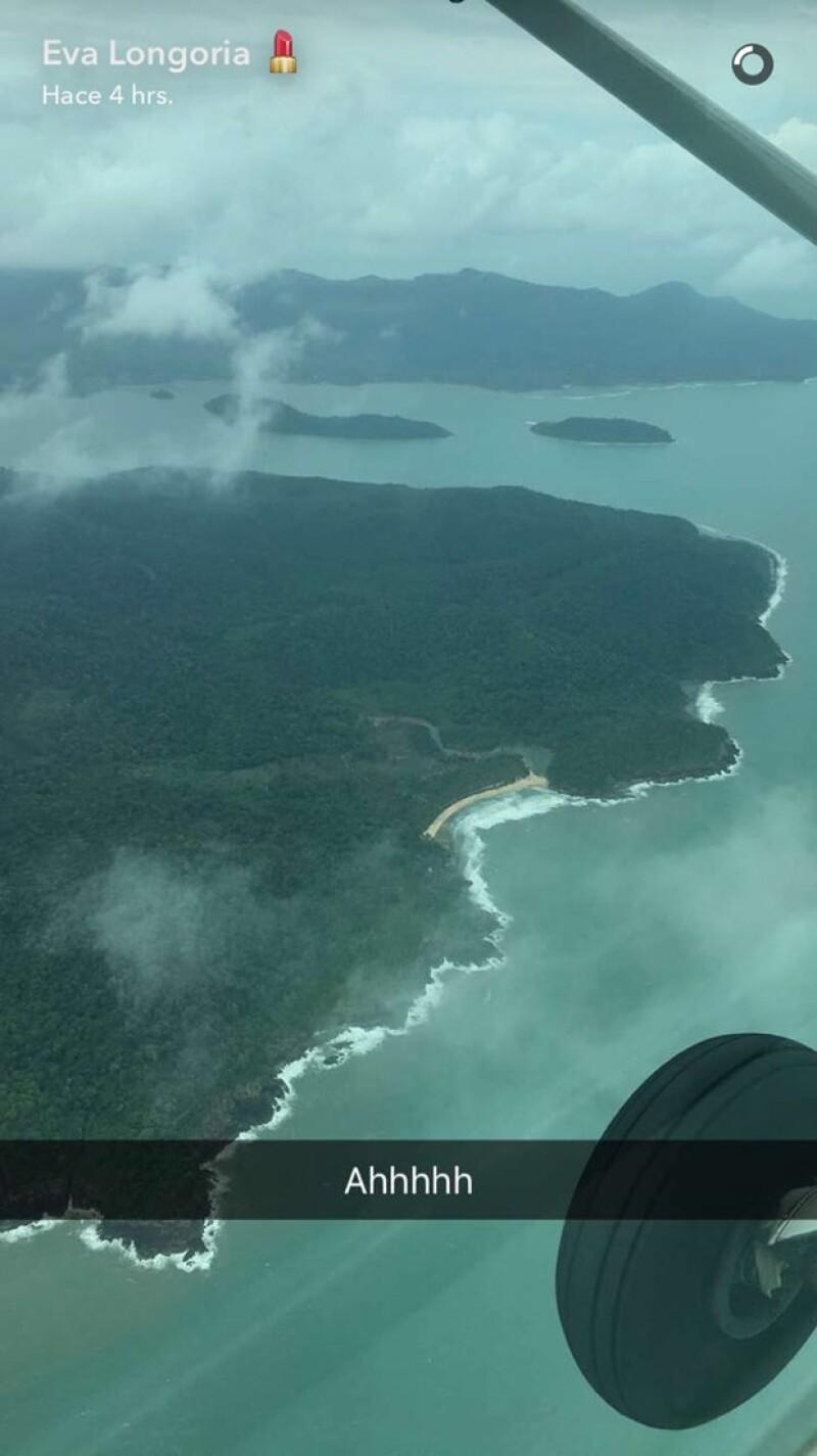 La actriz de 41 años compartió esta foto desde el avión con rumbo a su luna de miel.