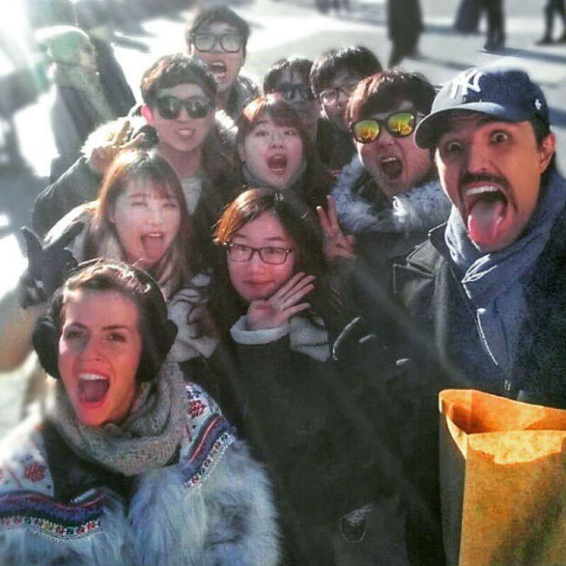 Claudia y Billy con sus nuevos amigos directo desde Japón.