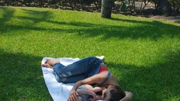 Hace unos días la actriz complació a sus fans compartiendo una tierna foto en la que aparece la carita del bebé de seis meses en una ilustración.