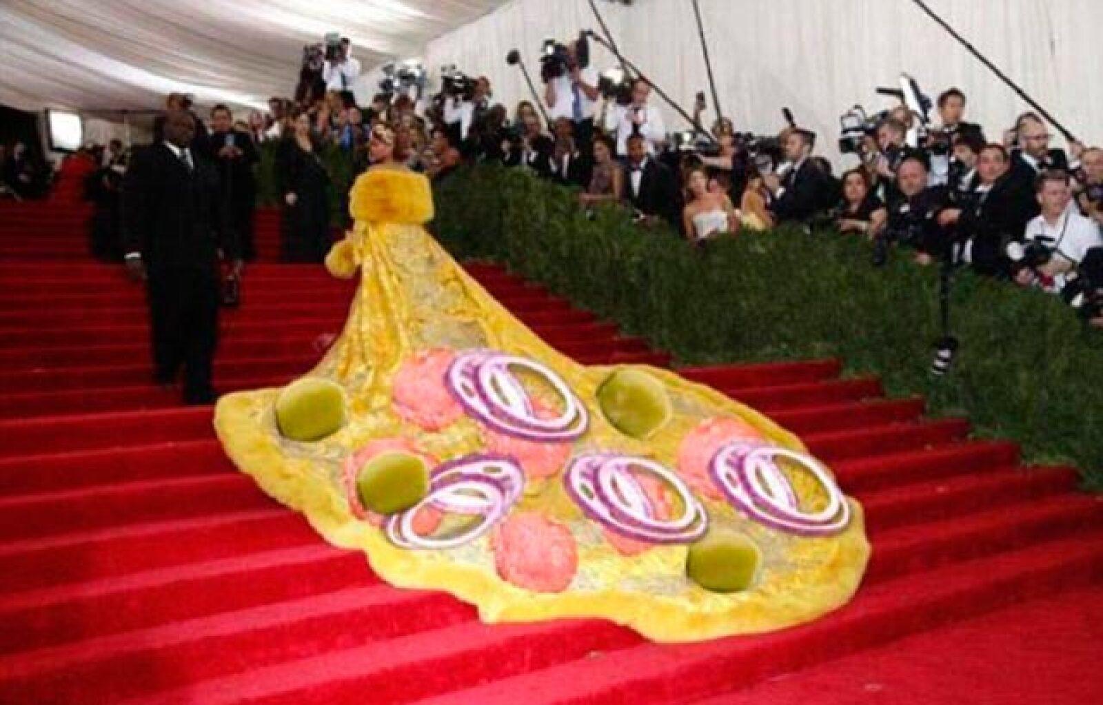Usuarios de la red compararon el vestido con un omelet.