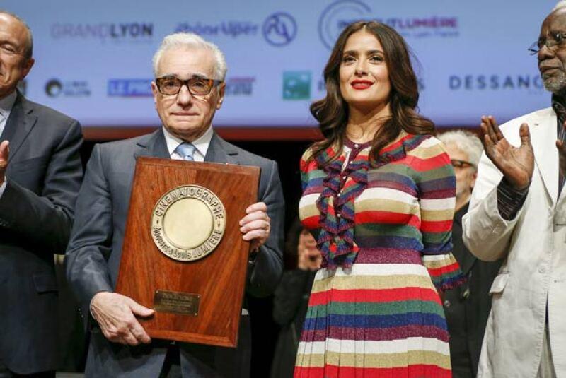 Dando cátedra de estilo, la actriz impuso con su colorido look en Lyon.