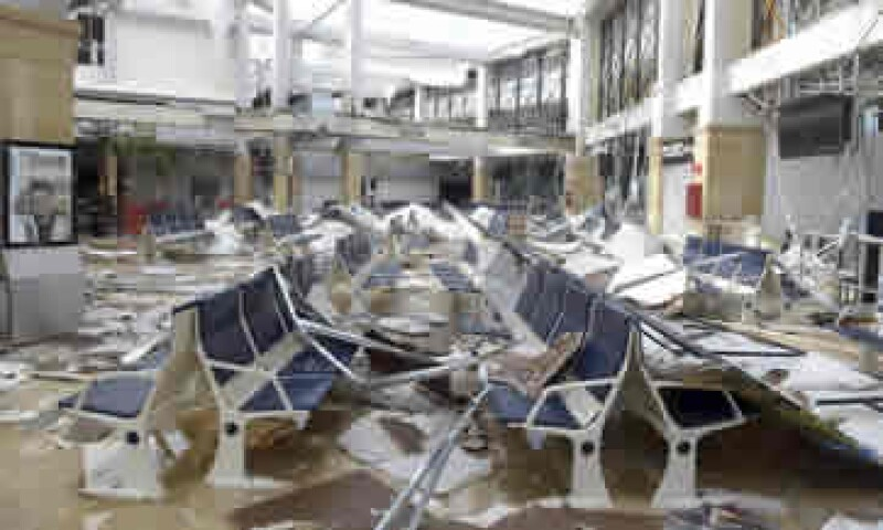 El huracán Odile dejó daños en infraestructura aérea, marítima y carretera en los municipios de Baja California Sur. (Foto: Reuters)