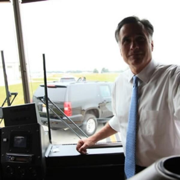 romney se sube a un autobus en kissimmee