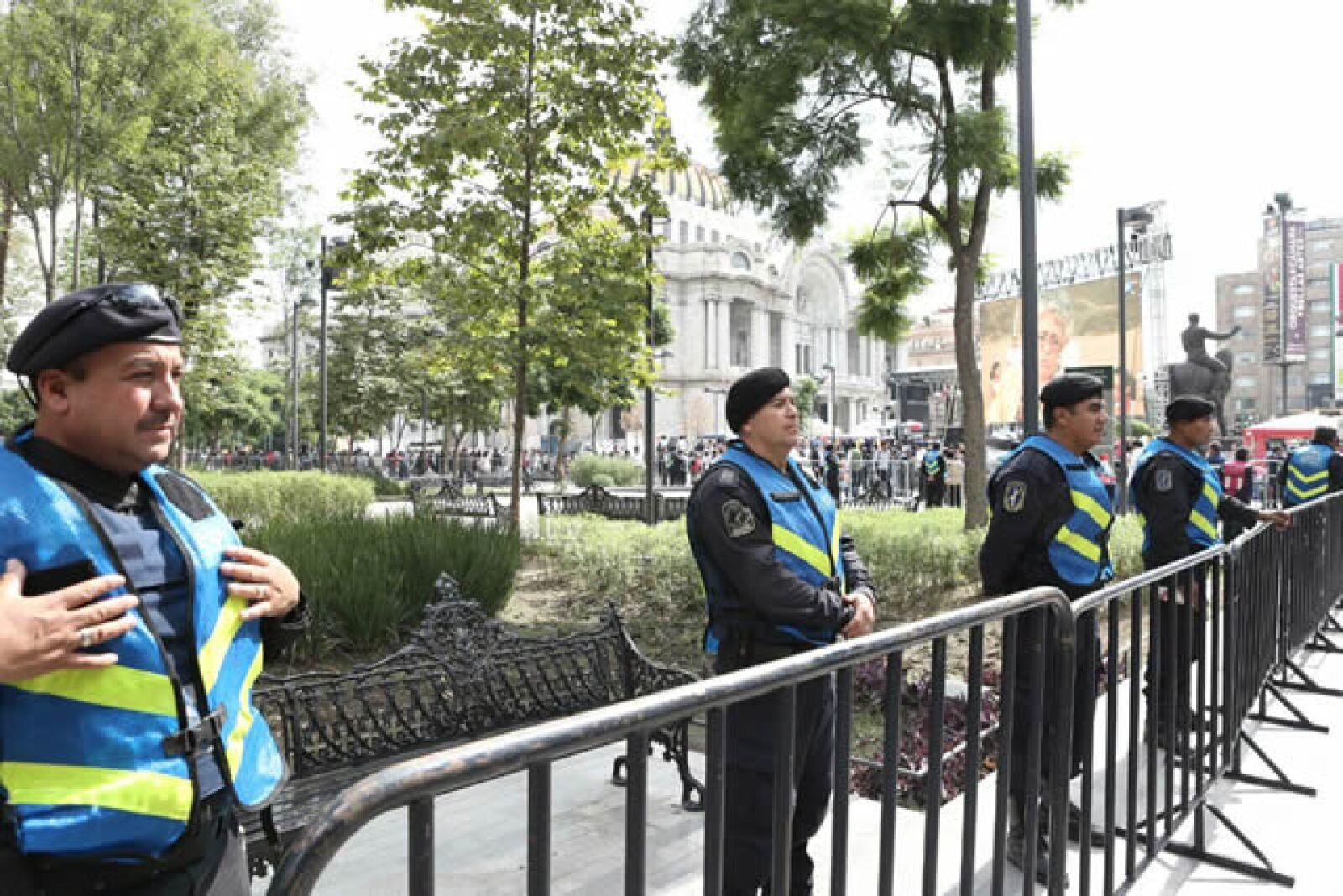Seguridad rodea el Palacio de Bellas Artes por el homenaje a Juan Gabriel.