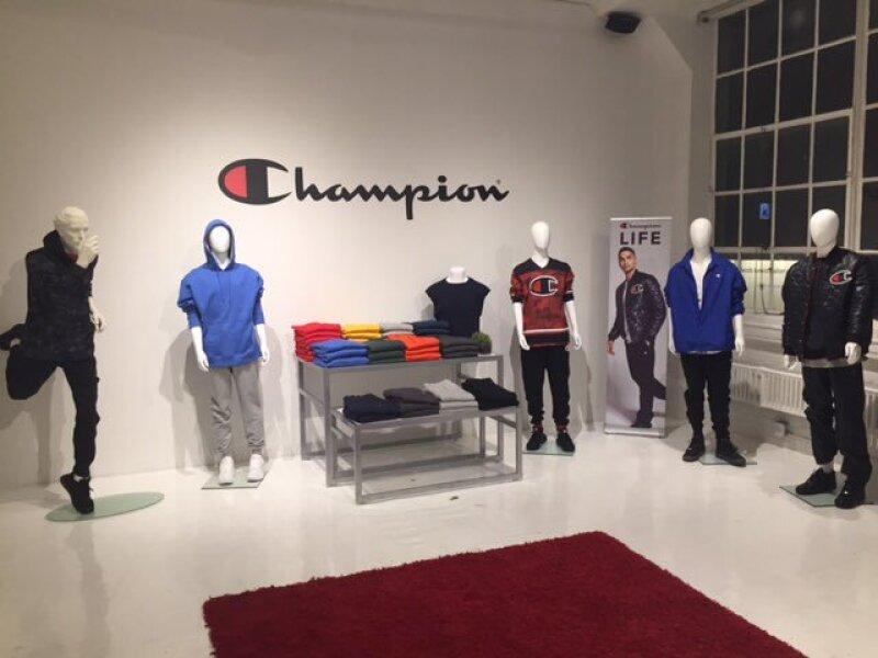 official photos 1ead5 2f60a La marca deportiva Champion va por sus primeras tiendas en ...