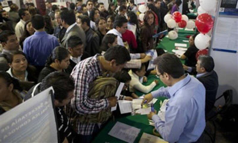 Banxico estima que en 2012 se generarán entre 600,000 y 700,000 empleos.  (Foto: AP)