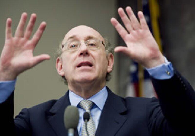 El zar de los pagos de la Casa Blanca, Kenneth Feinberg, anunció límites a los pagos de siete empresas rescatadas. (Foto: AP)