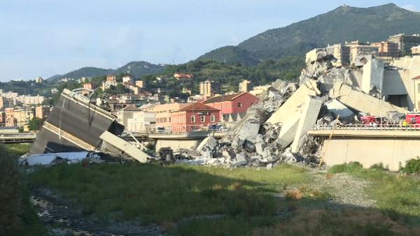 Los rescatistas aún buscan sobrevivientes en los escombros del puente de Italia