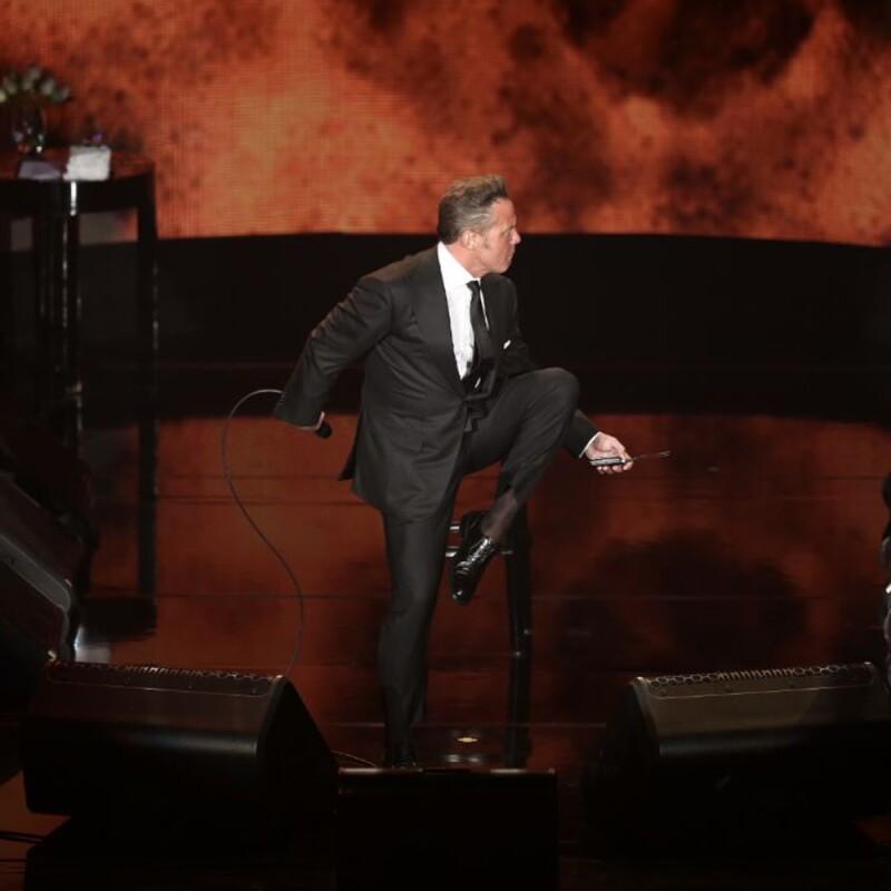 Luis Miguel bailando