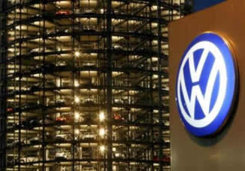 Volkswagen, primer fabricante mundial de vehículos, se encuentra inmerso en la mayor crisis de su historia . (Foto: Reuters/Archivo)