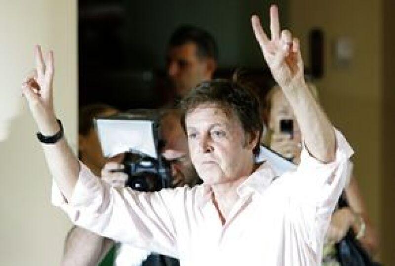 El ex Beatle rechazó las críticas sobre su viaje a Medio Oriente y dijo llevar un mensaje de paz.
