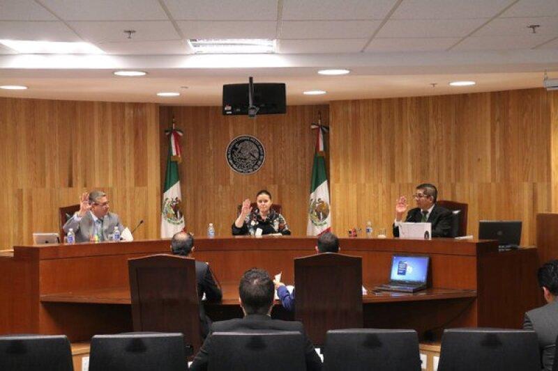 En sesión pública, los magistrados revocaron la decisión del instituto electoral local de cancelar las candidaturas del PT de presidentes municipales.
